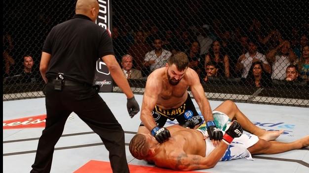 Direita de Andrei Arlovski manda Antonio Pezão a nocaute na luta principal do UFC Fight Night 51