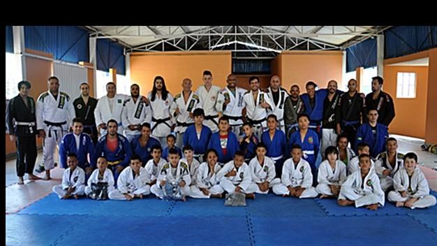 Serginho Moraes empolga molecada do projeto O Lutador do Futuro em seminário