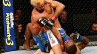 Preliminares do UFC Brasília: Godofredo Pepey finaliza Dashon Johnson em triângulo espetacular